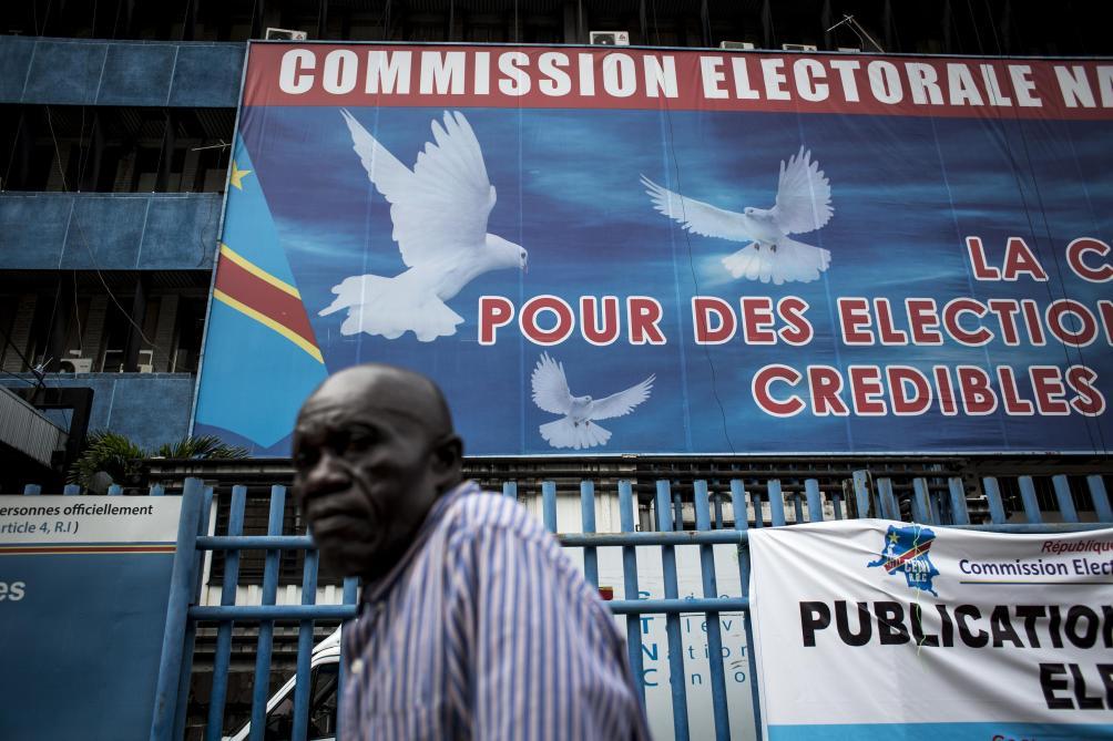 Faire chuter la tension interne, gagner du temps et rassurer l'opinion internationale : la Commission électorale vise trois objectifs avec la publication de son calendrier.