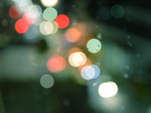 雨の夜にキラメキ ボケ写真 マニュアルフォーカスで撮影