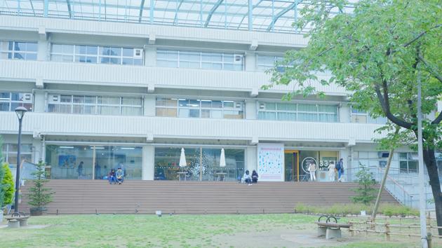 谷中~湯島カメラ散歩 湯島編  アーツ千代田。元は学校