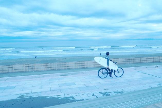 海とサーファー_Olympus_PEN_Lite_E-PL1