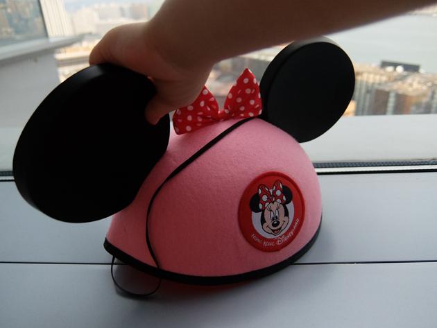 香港ディズニーランド_グランドマーシャルズ(パレードの先頭車で手を振る役)体験_家族一人ひとりの名前が裏に入ったミッキー帽
