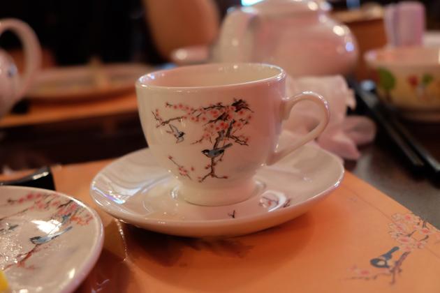 香港ディズニーランド_プラザインPlaza_Innでランチ_食器もかわいい