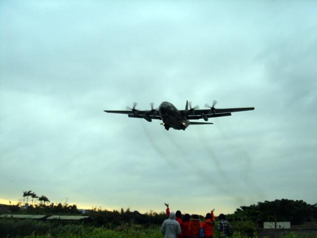 松山機場 飛んでくる軍用機?
