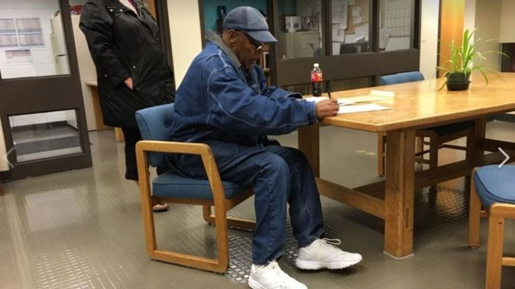OJ Simpson freed after nine years in jail for armed robbery