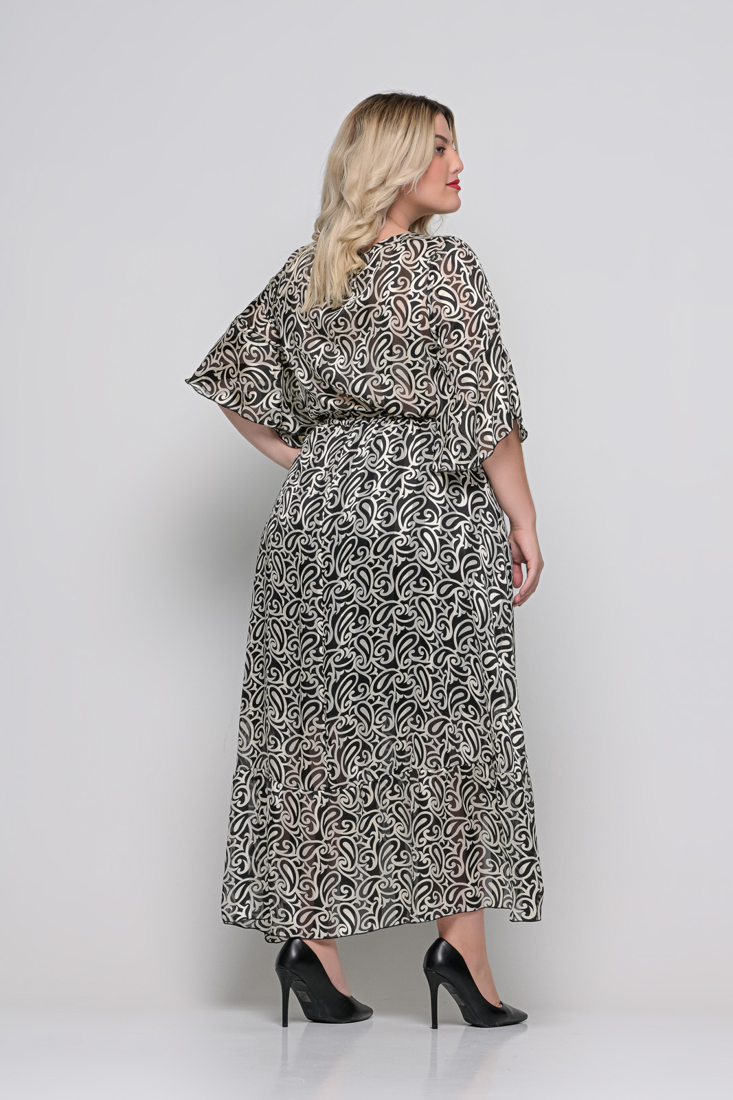 Φόρεμα μεγάλα μεγέθη κρουαζέ εμπριμέ με φραμπαλά μανίκι και ζωνάκι.Στο eshop μας θα βρείτε οικονομικά γυναίκεια ρούχα σε μεγάλα μεγέθη και υπερμεγέθη.