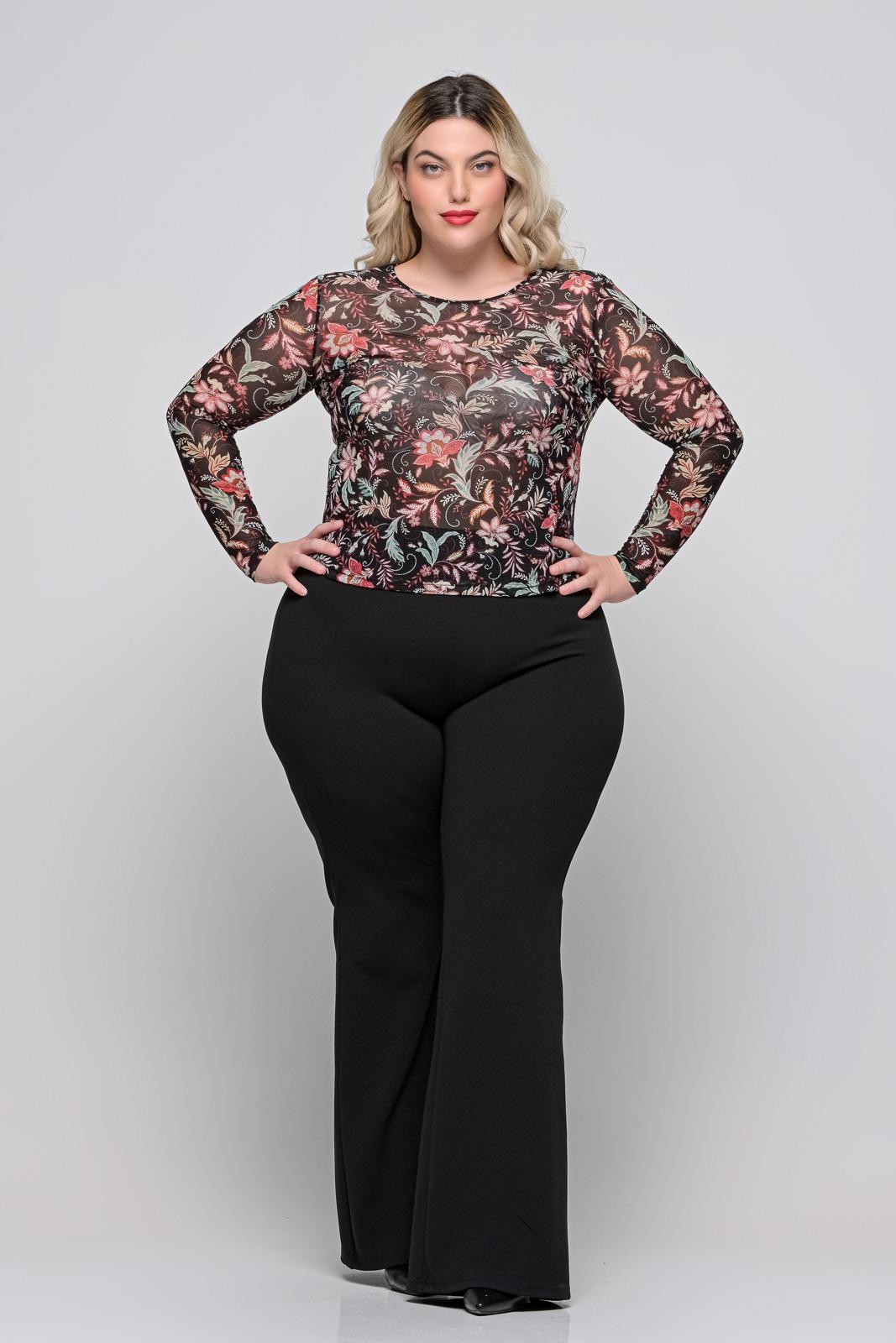 Καμπάνα μεγάλα μεγέθη μαύρη κρεπ με λάστιχο στη μέση. Στο eshop μας θα βρείτε οικονομικά γυναίκεια ρούχα σε μεγάλα μεγέθη και υπερμεγέθη.