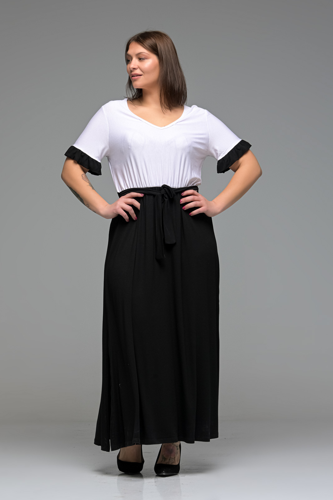 Φόρεμα maxi άσπρο/μαύρο με ζωνάκι και φραμπαλά μανίκια