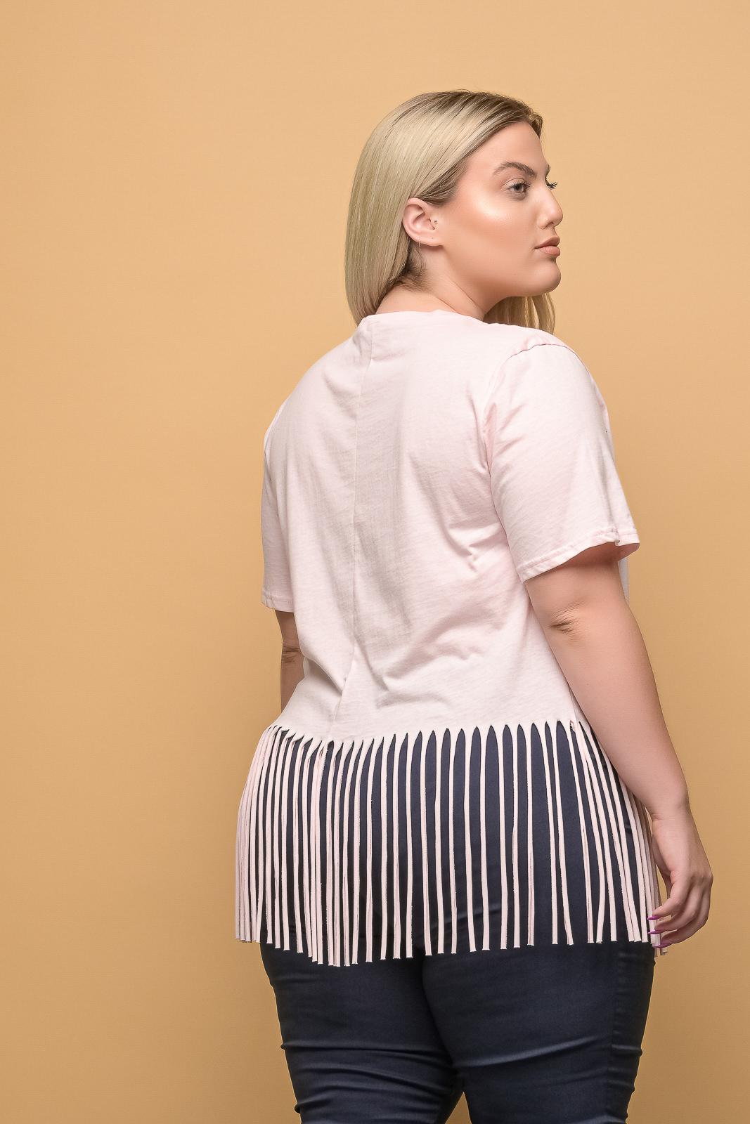 Μπλούζα μεγάλα μεγέθη μακό ροζ με κρόσια. Στο eshop μας θα βρείτε οικονομικά γυναίκεια ρούχα σε μεγάλα μεγέθη και υπερμεγέθη.