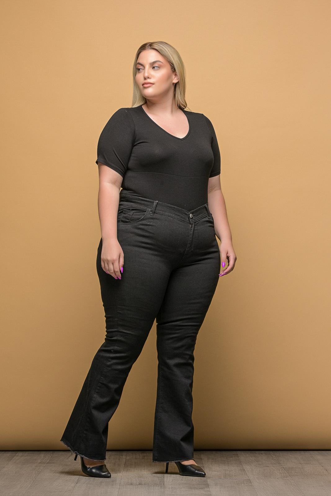 Τζιν +Psx μεγάλα μεγέθη ελαστικό μαύρο καμπάνα με ξέφτια στο τελείωμα.Στο eshop μας θα βρείτε οικονομικά γυναίκεια ρούχα σε μεγάλα μεγέθη και υπερμεγέθη.