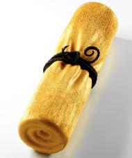 Le Meurice - Cédric Grollet : Noisette - gâteau roulé, coeur caramel, ganache noisette, praliné noisette, coque chocolat brossée or - 8 pers 130€