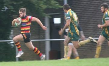 Will Morton breaks away to score the winning try