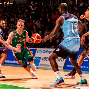 Raiders bounce back in style at home to Surrey Scorchers