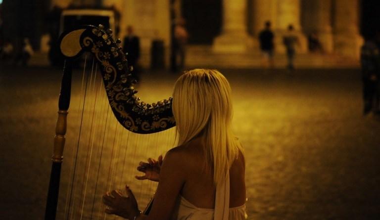 jana boušková harfa ilustrační foto
