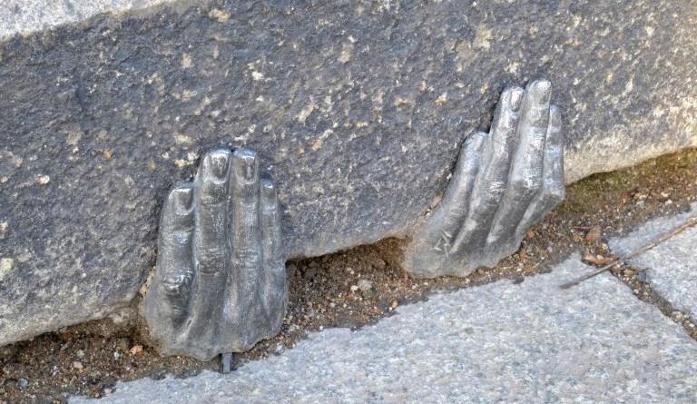 ruce u katedraly v plzni