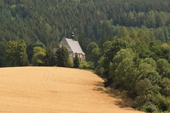 Kostel ve Velharticích