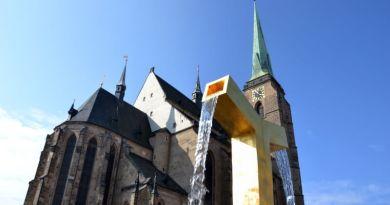 20 let od posledního skoku z ochozu věže katedrály sv. Bartoloměje v Plzni. Sebevrahům od té doby brání mříž