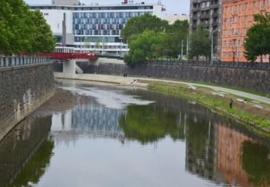 Blíží se slavnostní otevření nové plzeňské náplavky při řece Radbuze