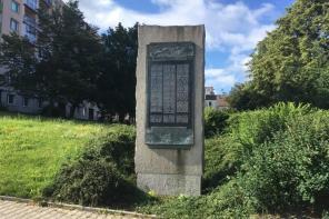Památník obětem náletu na Doubravce