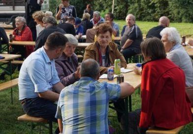 Na setkání při táboráku vparku Na Okraji dorazilo rekordní množství občanů