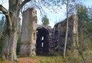 Torzo kostela z Troškovy pohádky láká svojí tajemnou atmosférou