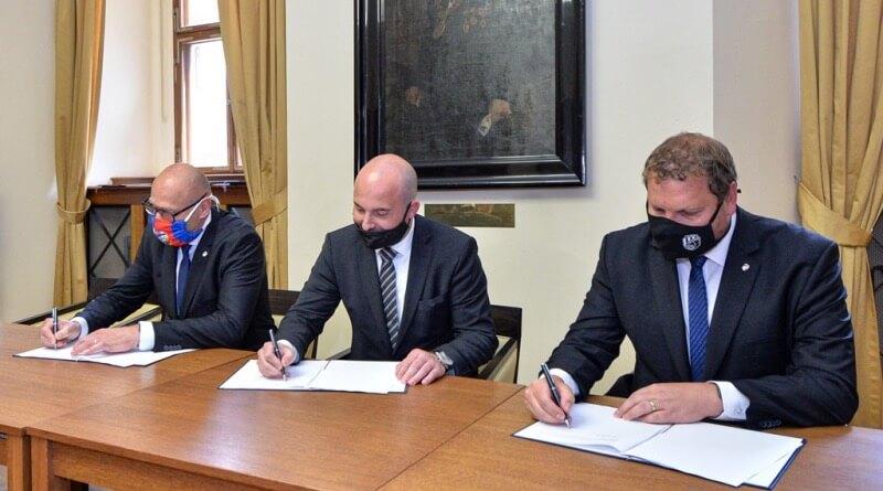 podpis smluv