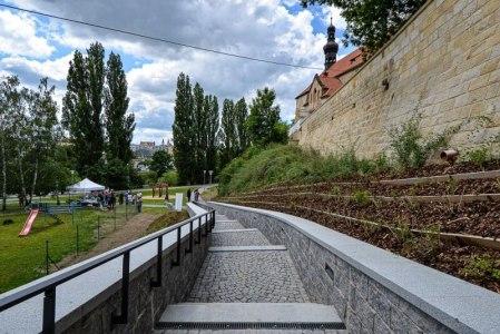 Nové schodiště vparku UJežíška