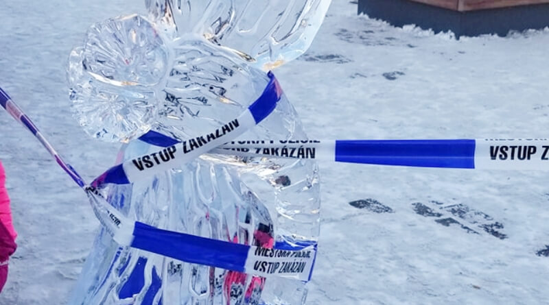 Ledové sochy opáskováno