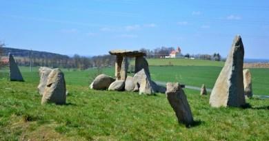 Za Stonehenge nemusíte do Anglie. Stačí se vydat na Domažlicko