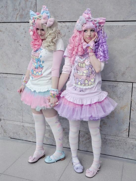 Harajuku Fashion Types   Japan Amino So here s the most common fashion type know around the world  Lolita     It s very kawaii                    Big bows  ruffles  lace  It s so princess like