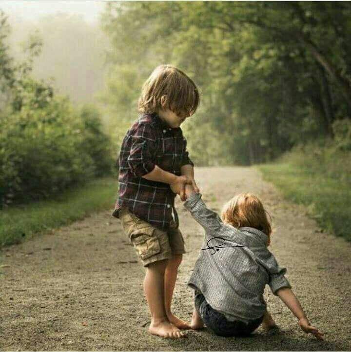 """""""هنا"""" فقرة عن ذكريات الطفولة بالفرنسية"""