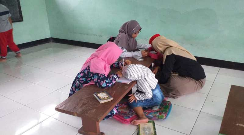Kader PMII Rayon Syari'ah, Iklas Mengabdikan Dirinya Dengan Mengajar
