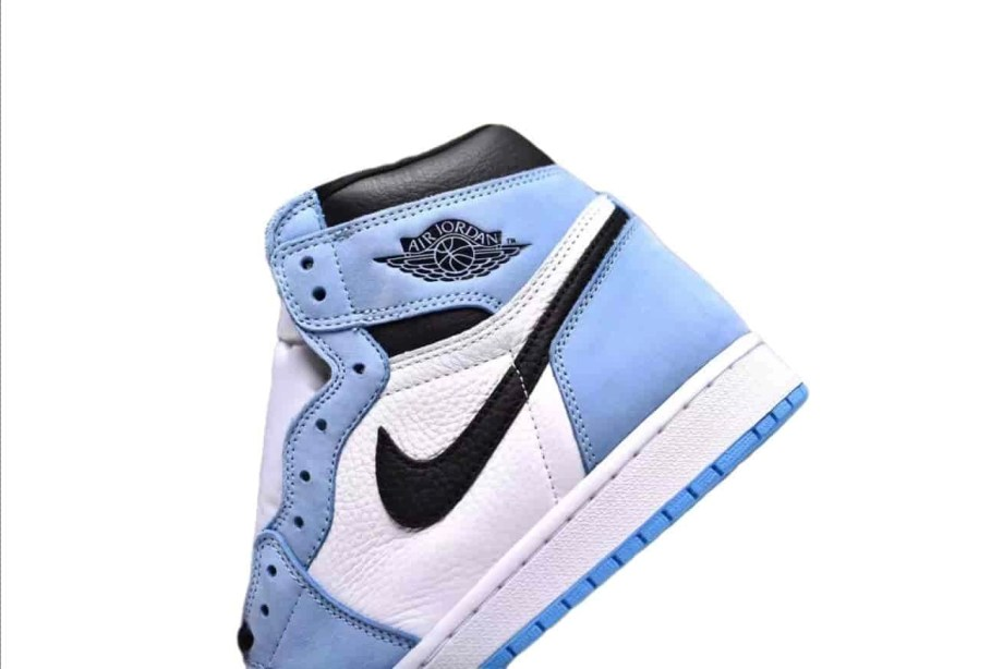 Jordan 1 Retro High White University Blue Black (9)