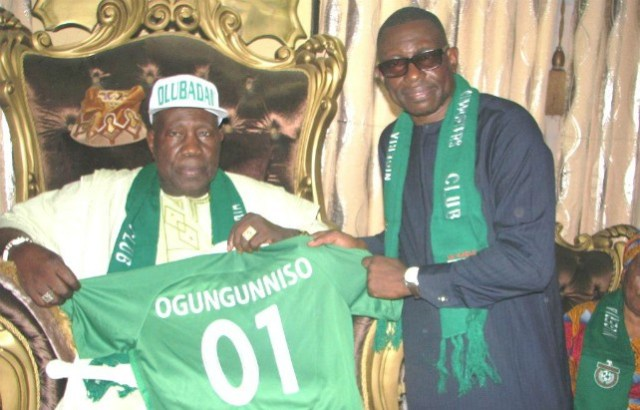 The Olubadan of Ibadanland, Oba Saliu Adetunji receiving his jersey as a Patron of the Nigeria Football Supporters' Club from Okumagba...