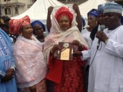 The Chief Imam of Oodua Cocoa House, Ibadan, Fadilat Sheikh Abdul Jeleel Basunu (right) presenting the award to Hon. Tolani Adigun while Hon. Ademola Akeem Ige (left) and Alhaja Alasaro look on…