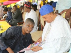 PMParrot's Olayinka Agboola, with the Alaafin of Oyo, Oba (Dr) Lamidi Adeyemi...at a recent event...
