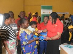 SPDC team, led by Social Performance/Investment Manager, Mrs. Gloria Udoh (right), at the presentation of relief materials to flood victims in Bayelsa State
