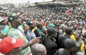 Engr Seyi Makinde addressing the people of Agodi-Gate at the rally…