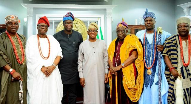 L-R: The Aragbiji of Iragbiji, Oba Rasheed Ayotunde Olabomi; the Adimula of Ifewara, Oba Hezekiah Adeniyi Owolola; Deputy Governor Benedict Alabi, Governor Adegboyega Oyetola; Team leader of Osun council of Obas and Chiefs, the Ogiyan of Ejigboland, Oba Omowonuola Oyeyode Oyesosin; the Olowu of Owu Kuta, Oba Hameed Adekunle Oyelude and the Orangun of Oke-Ila, Oba Adedokun Abolarin, during the visit to…