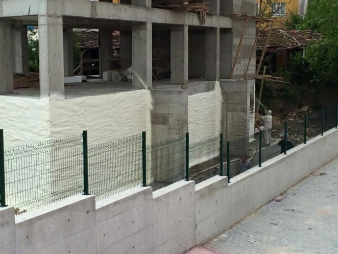 Бесшовная теплоизоляция стен фундамента пенополиуретаном