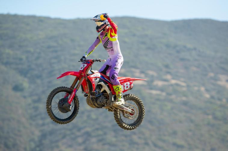 Jett Lawrence's dominant run continued with a second straight 1-1 sweep of the motos.