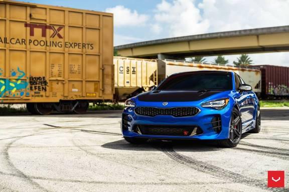kia-stinger-rides-on-19-inch-vossen-hybrid-forged-wheels_11