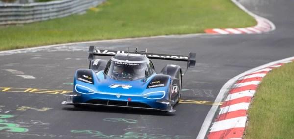 Elektromobil Volkswagen ID.R zajel rekord na Nürburgringu na pneumatikách Bridgestone