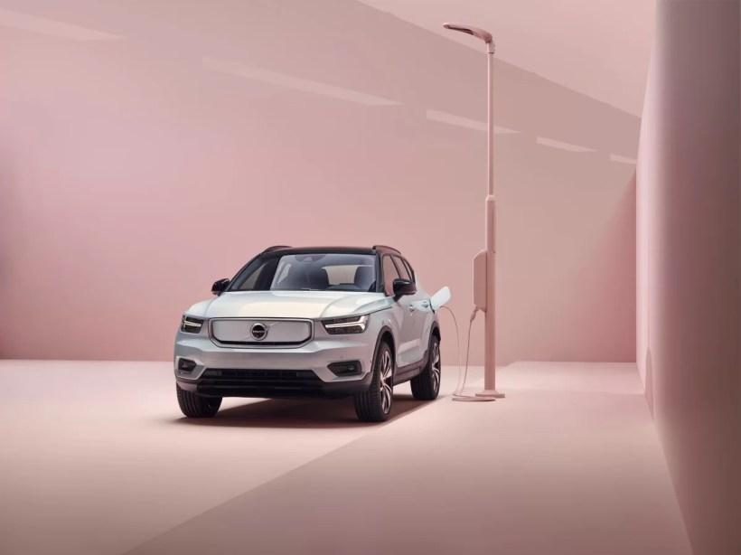 2020_elektromobil_Volvo_XC40_Recharge