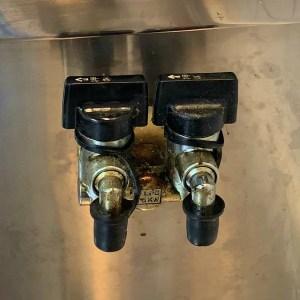 元栓の掃除の仕方がわからない!油汚れが分厚く積み重なった元栓の掃除方法