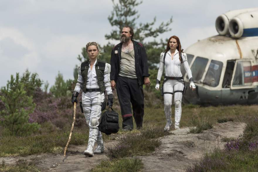 (L-R): Yelena (Florence Pugh), Alexei (David Harbour) and Black Widow/Natasha Romanoff (Scarlett Johansson) in Marvel Studios' BLACK WIDOW, in theaters and on Disney+ with Premier Access. Photo by Jay Maidment. ©Marvel Studios 2021. All Rights Reserved.