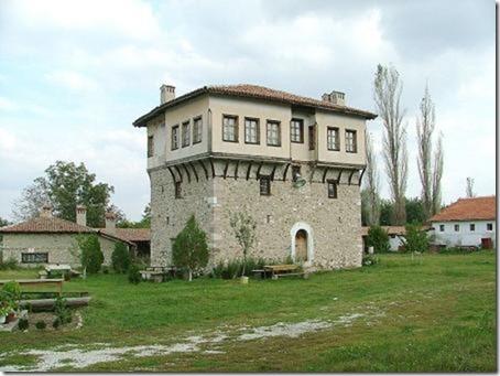 800px-Arapovski_monastery_angel_voivodes_tower
