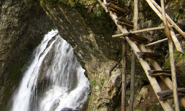 екопътека, Врачански балкан, хижа Пършевица, Околчица, Боров камък, водопади, село Згориград