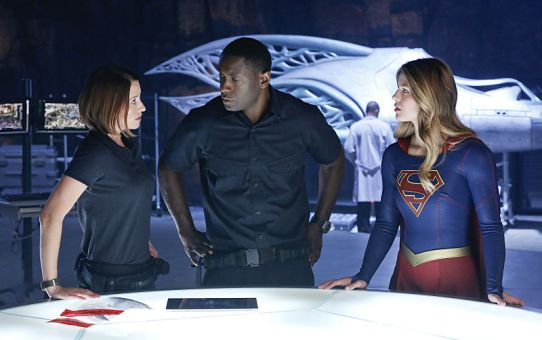 Review   Supergirl - 1x05: How Does She Do It?