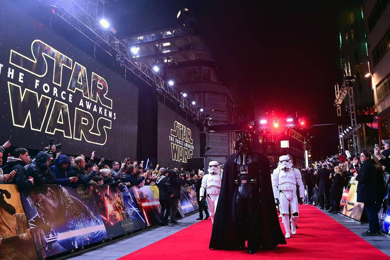Star Wars – O Despertar da Força explode todas as bilheterias e recordes ao redor da galáxia