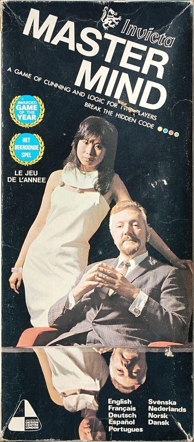 La couverture emblématique de Mastermind, avec Cecilia Fung et Bill Woodward |  scan par Kaffedrake, utilisateur de BoardGameGeek